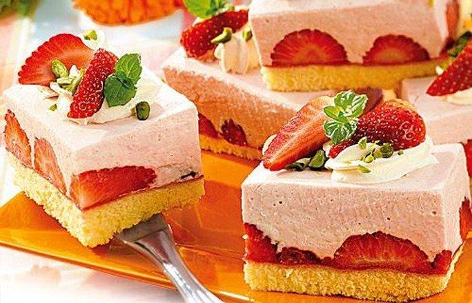 Kuchen mit topfen und erdbeeren