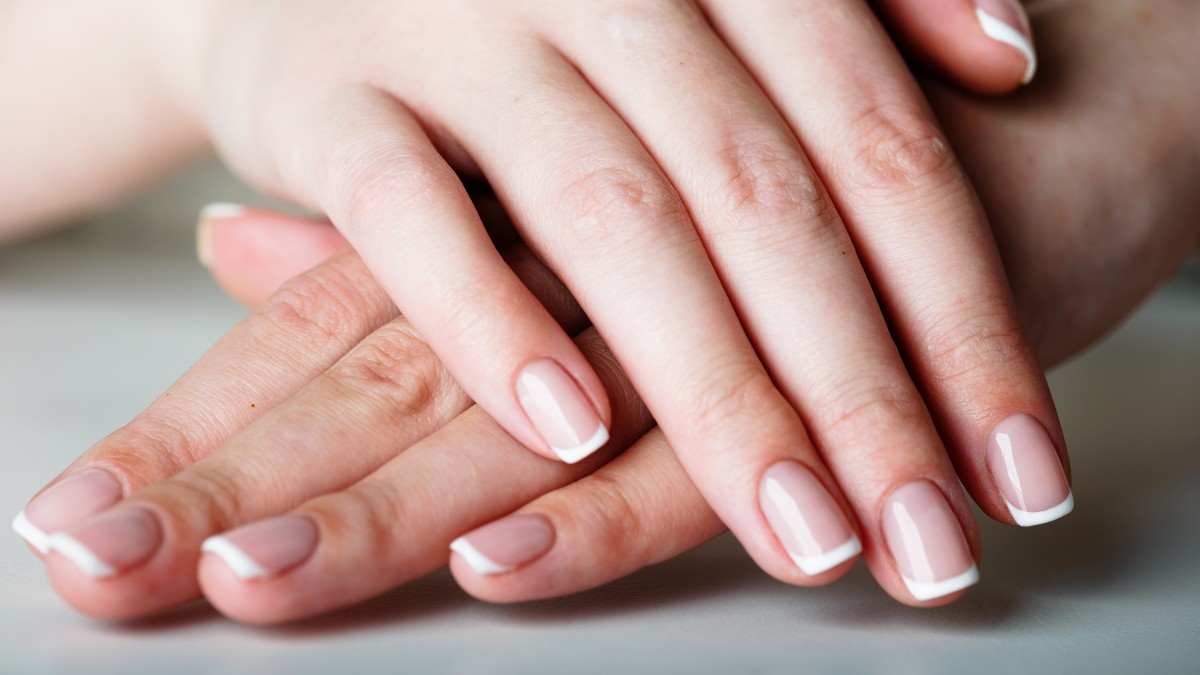 French nails bei kurzen nägeln