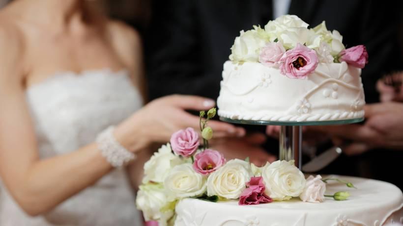 Hochzeitstorte Die Richtige Wahl Treffen Bildderfrau De
