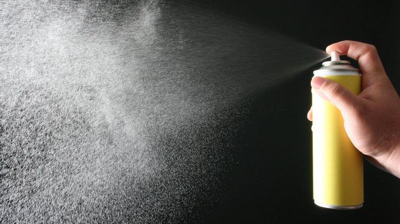 Die 10 genialsten Haarspray-Tricks: Hätten Sie gedacht, dass man DAS damit machen kann?