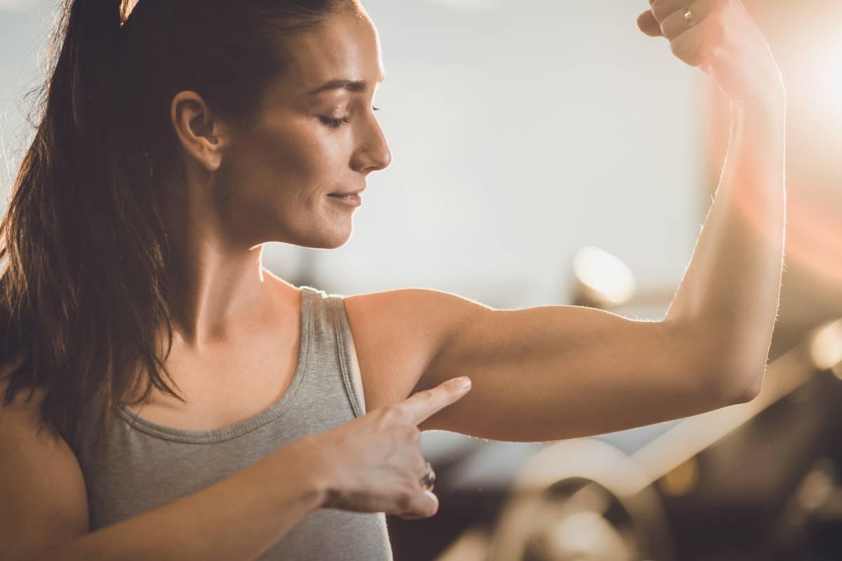 Machen Sie Gewichte, um Arme zu verlieren