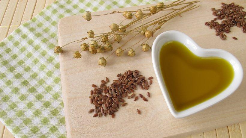 Nussig und gesund: Darum sollten Sie täglich einen Löffel Leinöl essen