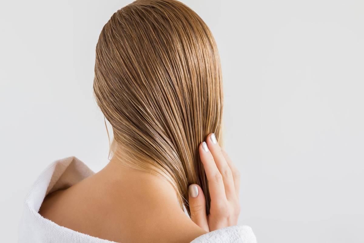 Fettige Haare Ursachen Und Hilfreiche Hausmittel Bildderfraude