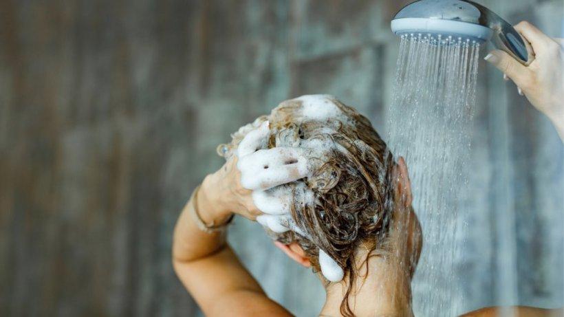 Haare richtig waschen: Wetten, diesen Fehler machen Sie auch?