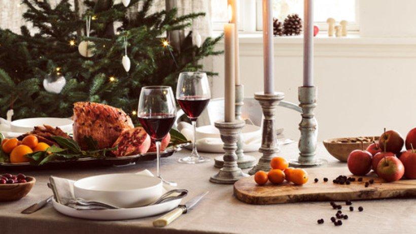 weihnachtsbr uche so feiert die welt bild der frau. Black Bedroom Furniture Sets. Home Design Ideas