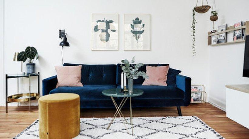 7 ideen wie sie ihr sofa am besten platzieren bild der frau. Black Bedroom Furniture Sets. Home Design Ideas