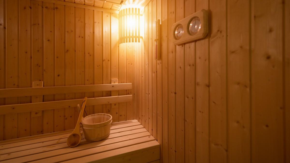 In der sauna steifen Steifen penis