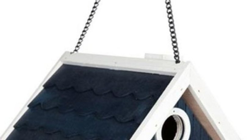 vogelhaus aus holz bild der frau. Black Bedroom Furniture Sets. Home Design Ideas