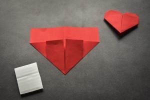 Hervorragend Hübsches Origami-Herz falten in nur 5 Minuten - bildderfrau.de AA02