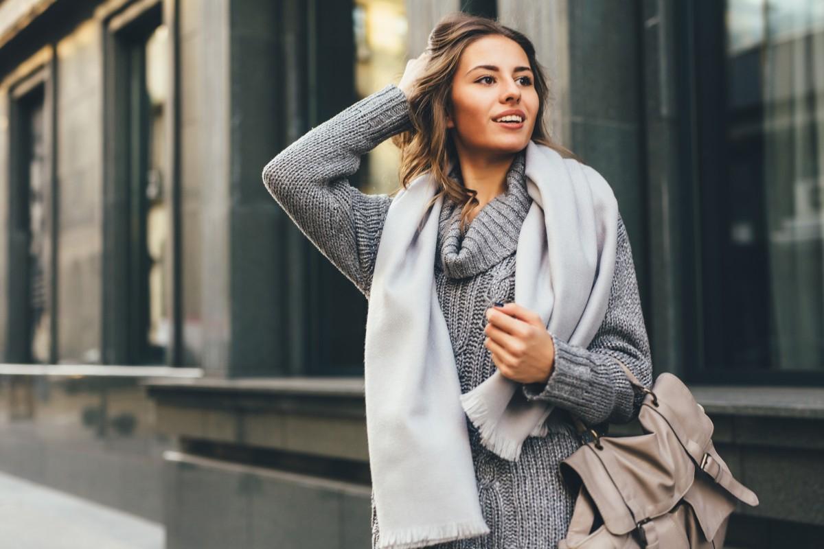 buy popular b0666 2e187 Grauer Pullover: mit 5 Styles sind Sie der Star im Winter ...