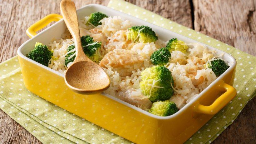 Brokkoliauflauf mit Hähnchen und Reis