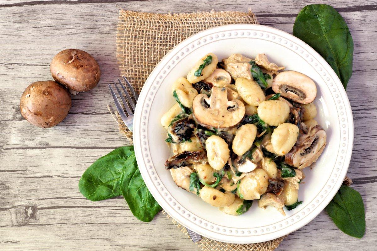 Gnocchipfanne: Vegetarisches mit Pilzen & Spinat