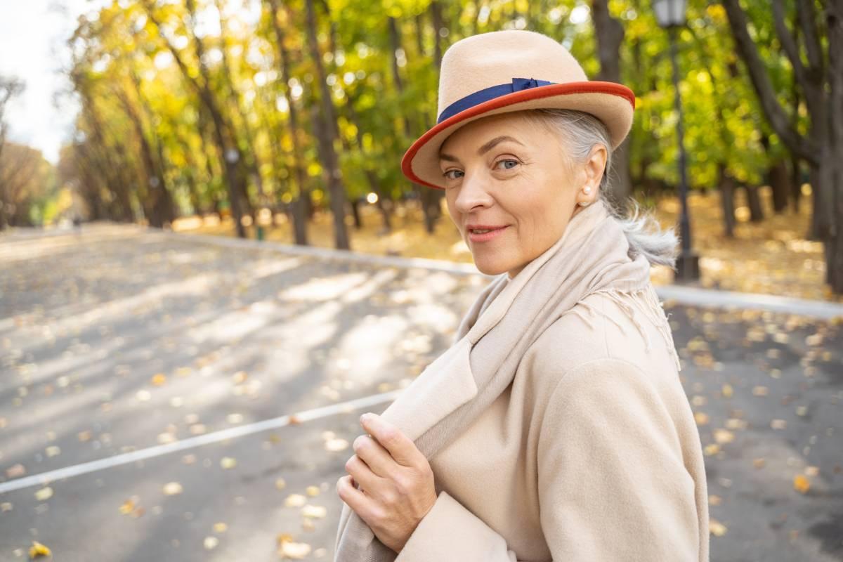 mode für frauen ab 50 ist facettenreich – eine inspiration
