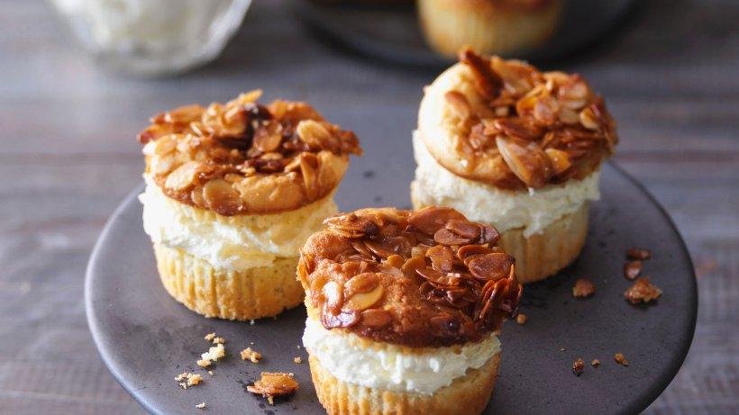 Bienenstich-Muffins mit Vanillefüllung