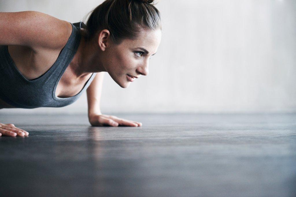 Effektive Übungen für eine straffe Brust - Bild der Frau