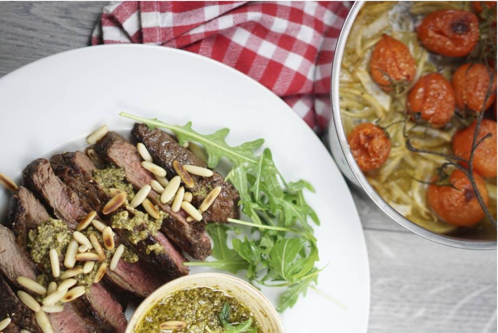 Schnelle Leichte Sommerküche Ofentomaten Mit Hähnchen : Steak mit selbstgemachtem spinat pesto bildderfrau.de