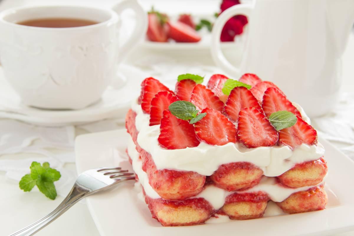 Erdbeer Tiramisu Rezept Für Schnellen Sommerlichen Genuss