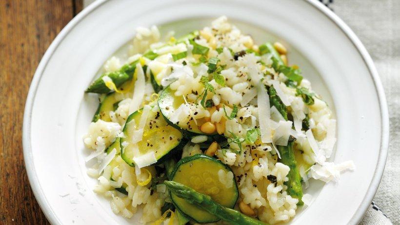 Spargel risotto rezept mit zucchini pinienkernen bild for Kochen zucchini
