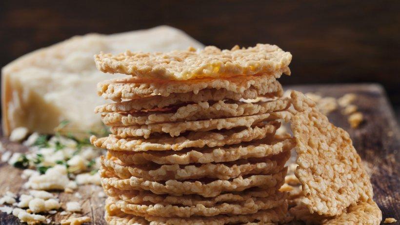 Bye-bye Chips: Probieren Sie diese Low-Carb-Käsecracker