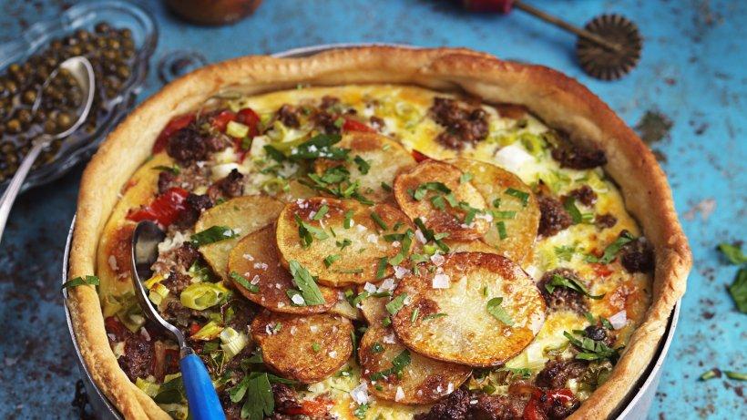 Wenn-es-deftig-werden-soll-Kartoffel-Hackfleisch-Kuchen-mit-gebackenen-Tomaten