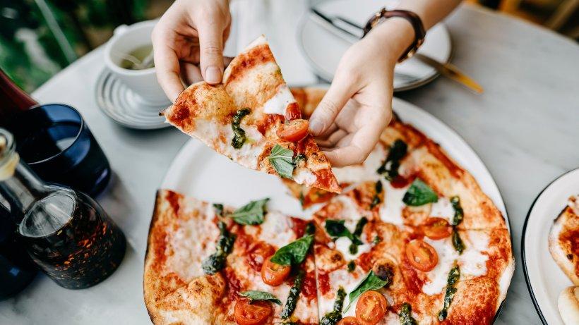 Soße mit Tomatenmark? DIESE 9 Fehler verderben Ihre Pizza
