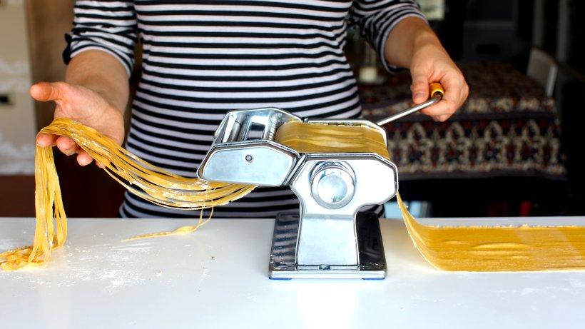 pasta rezept zum selber machen bild der frau. Black Bedroom Furniture Sets. Home Design Ideas