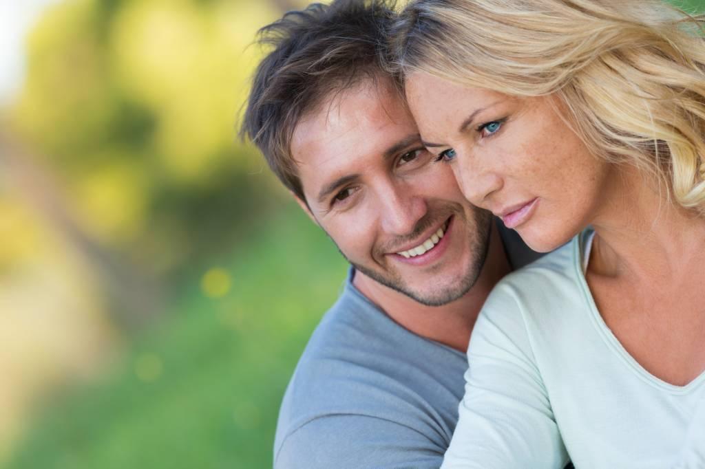Ältere frau jüngerer mann dating