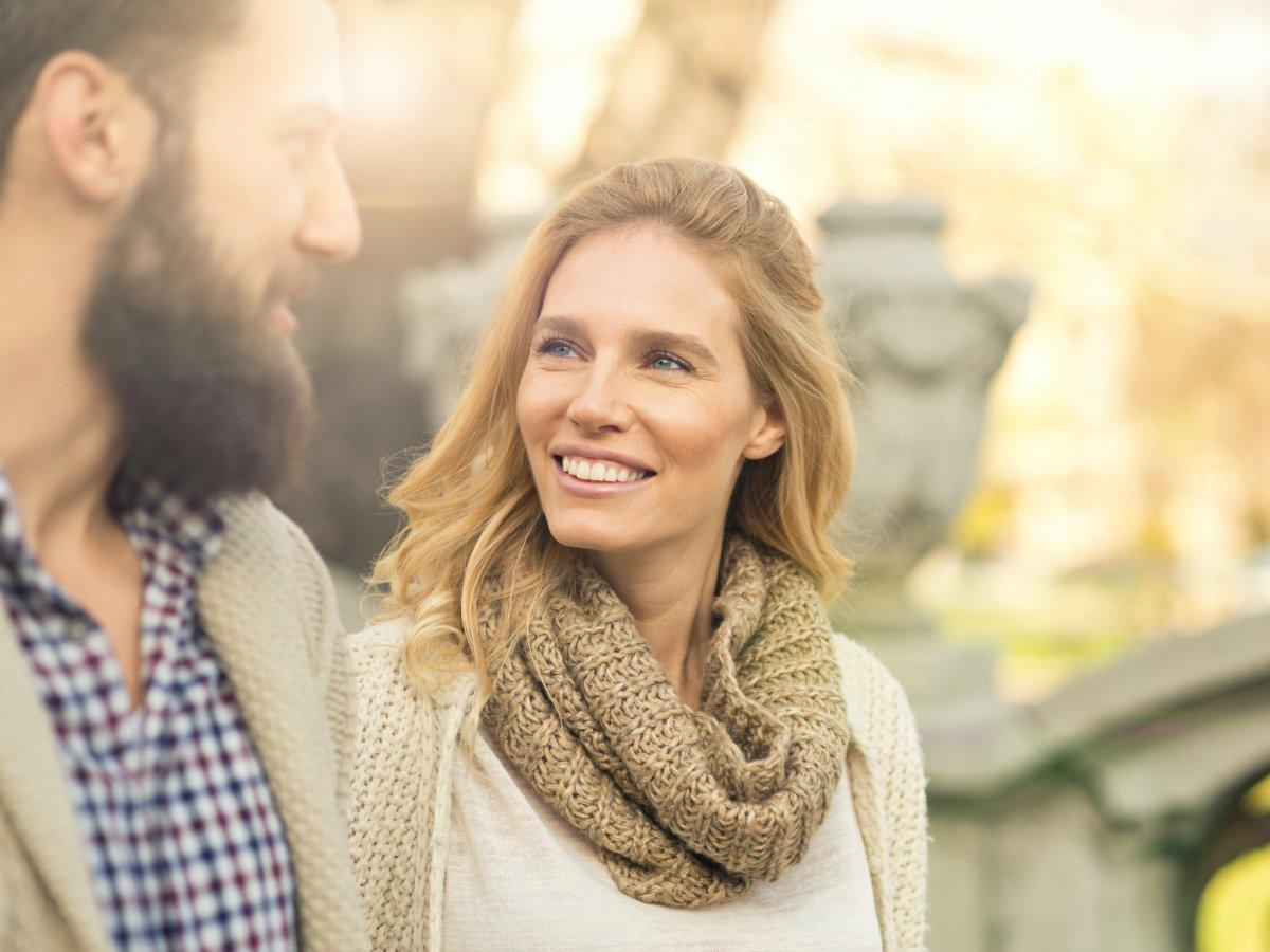 Flirtsignale • So zeigt er Interesse an Ihnen - ibt-pep.de