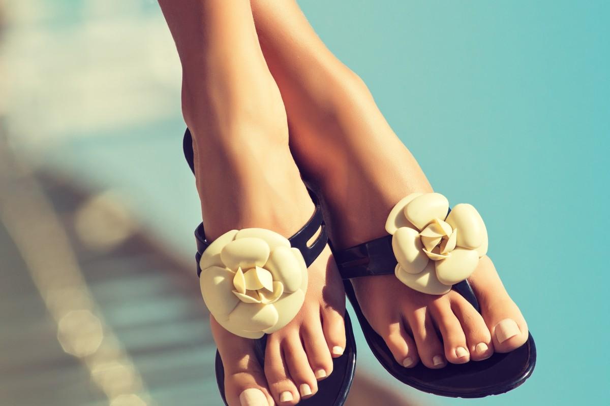 Füße auf langes stehen vorbereiten