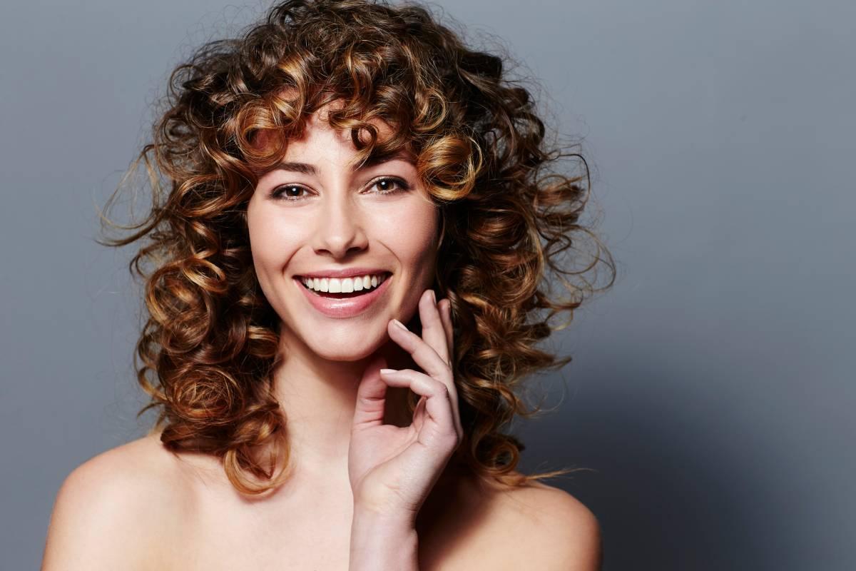 Locken Selbst Machen 7 Anleitungen Fur Die Haarpracht Bildderfrau De