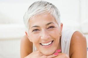 Frisuren Und Stylingtipps Für Graue Und Weiße Haare