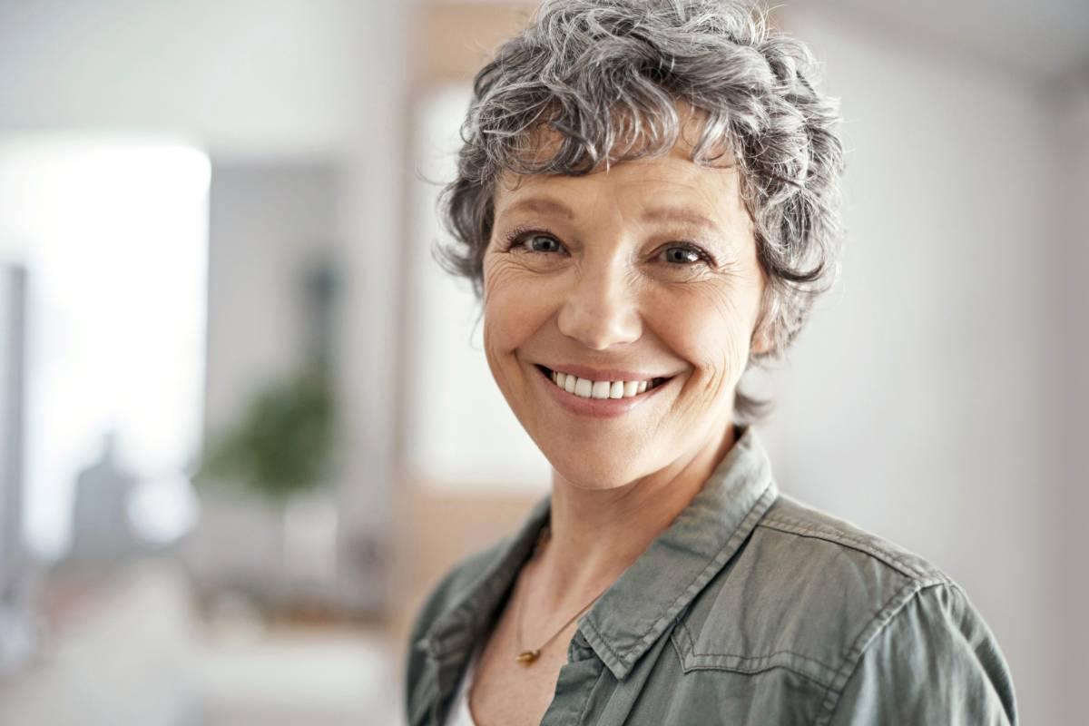 Graue Haare Bloß Nicht Färben Oder Tönen Sie Sind Trend
