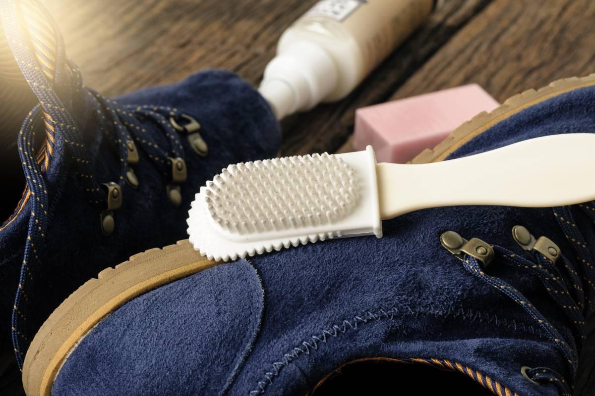 Beliebt Wildleder reinigen: Flecken in Schuhen & Co. mit Hausmitteln OT83