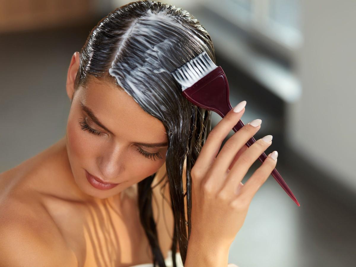 Haare kann man grau färben dunkle Tönung Haare