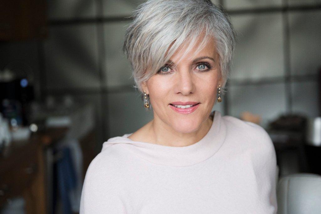 Frisuren Grau Kurz Helle Haarfarbe 2019
