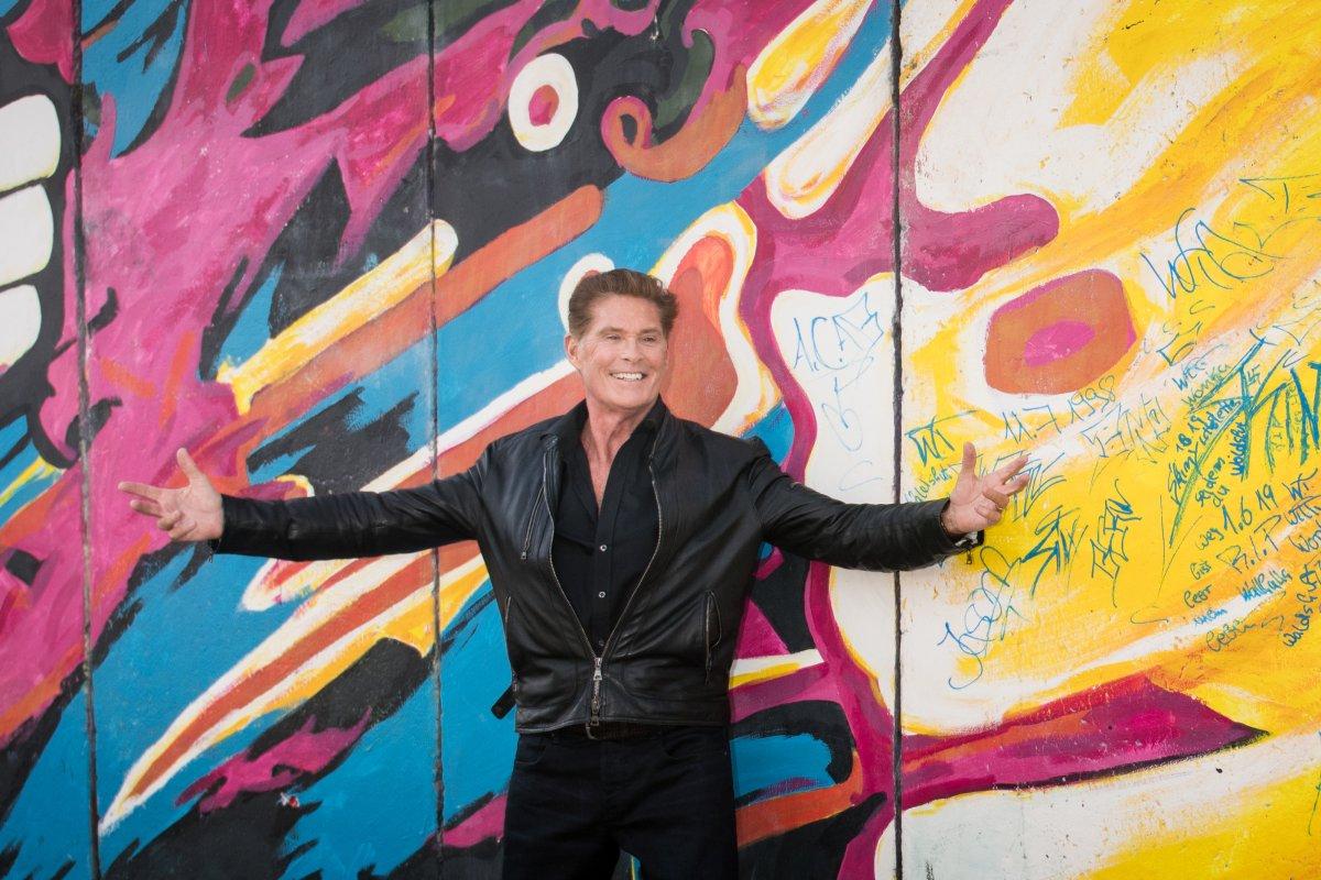 David Hasselhoff will Looking for Freedom ostalgisch performen