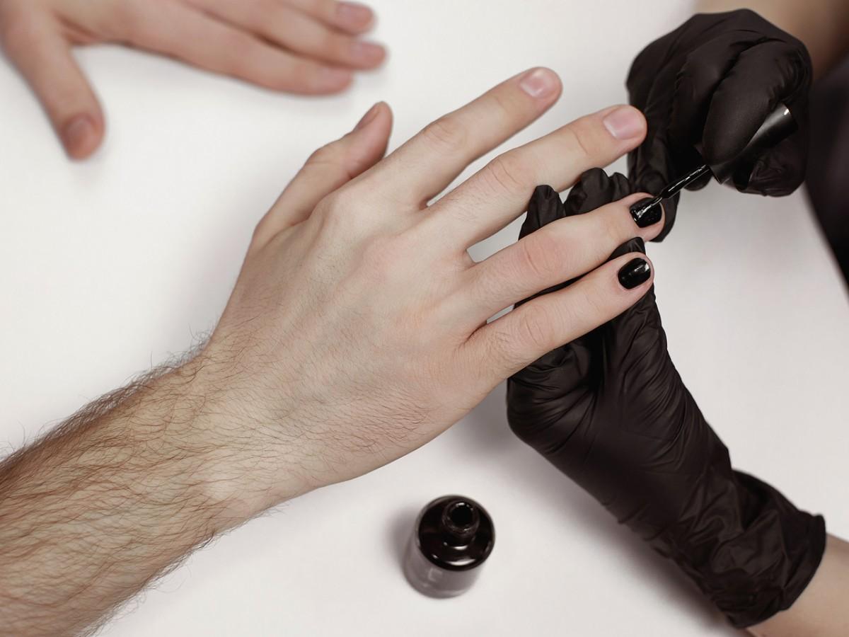 Lackiert ein fingernagel bedeutung anders Lange Fingernägel