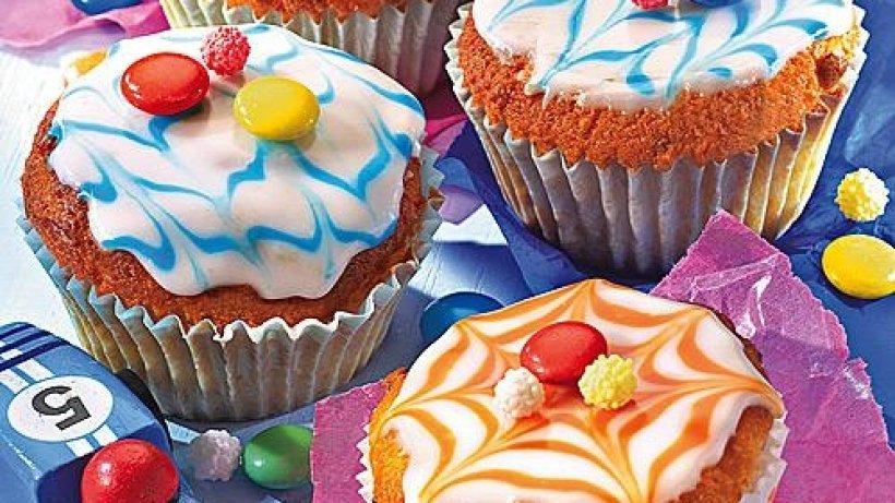aprikosen muffins mit wei er schokolade bild der frau. Black Bedroom Furniture Sets. Home Design Ideas