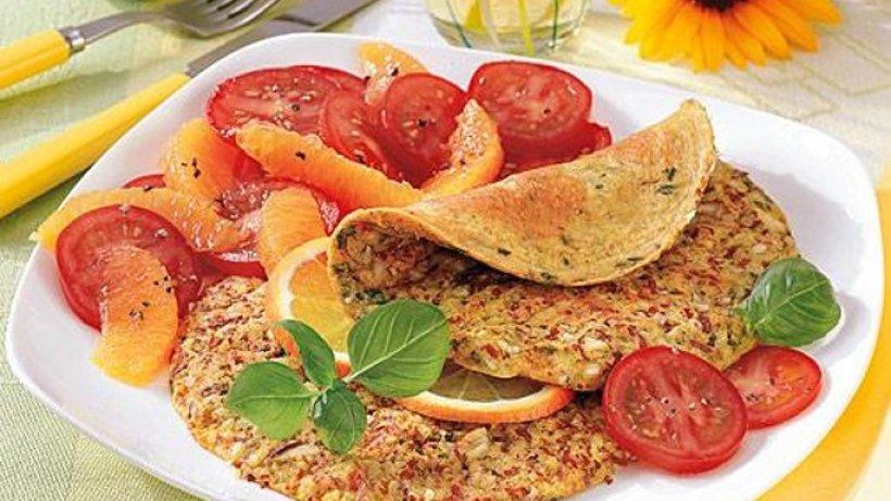 Mandel-Curry-Fritatta mit Tomatensalat - Bild der Frau
