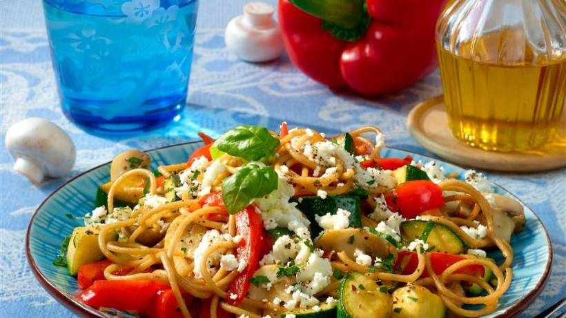Gemüse Spaghetti Mit Feta Bildderfraude