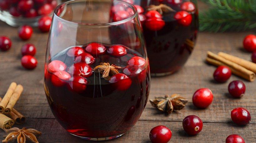 Fruchtig-würziger Glühwein mit Amaretto und echten Kirschen - Bild ...