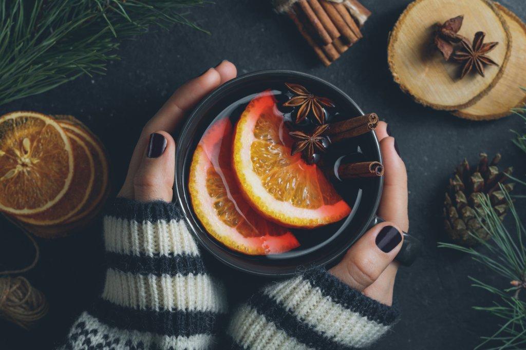 Raffiniert: Glühwein mit Rum und Tee - Bild der Frau