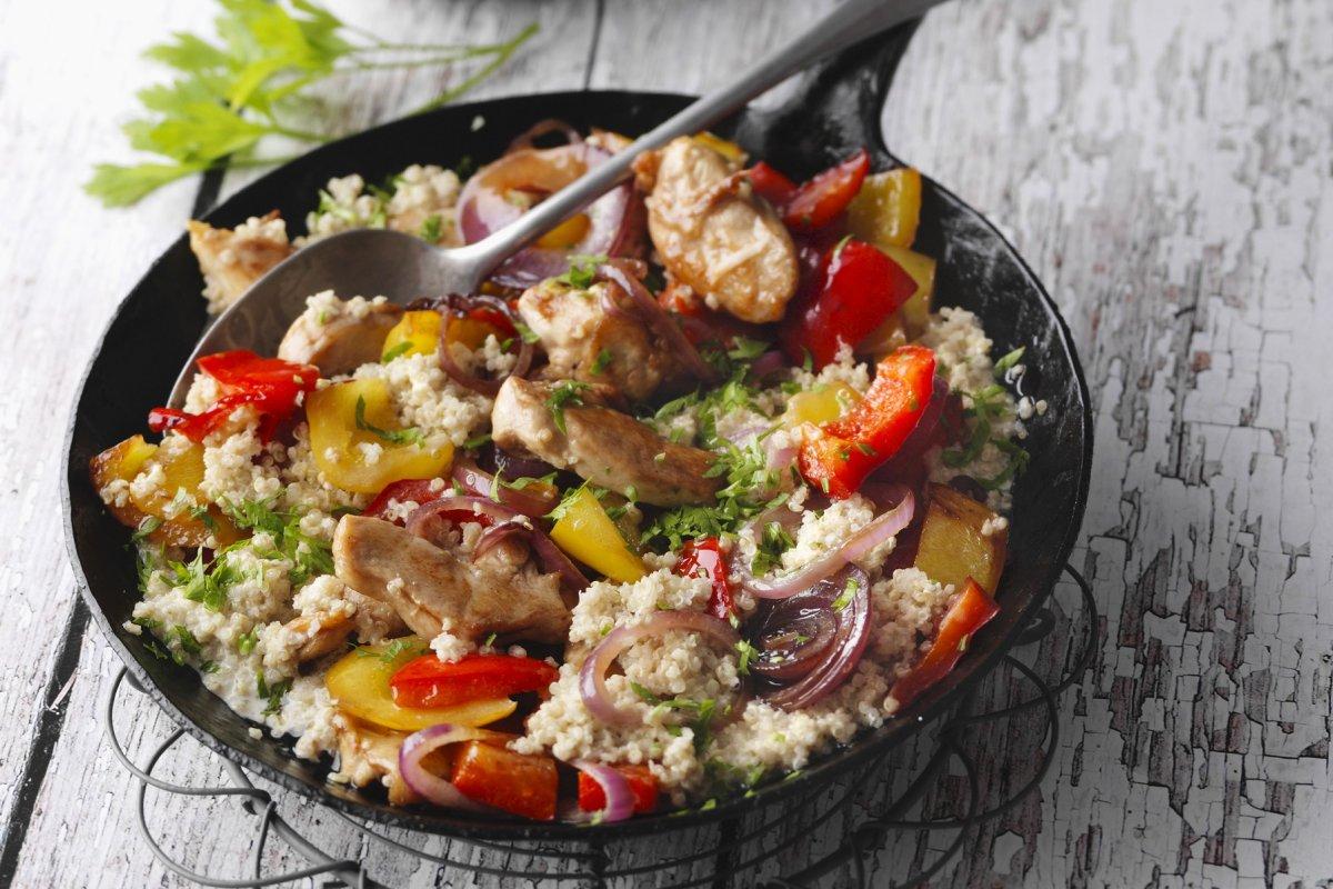 So lecker: Quinoa-Paprika-Pfanne mit Hähnchen
