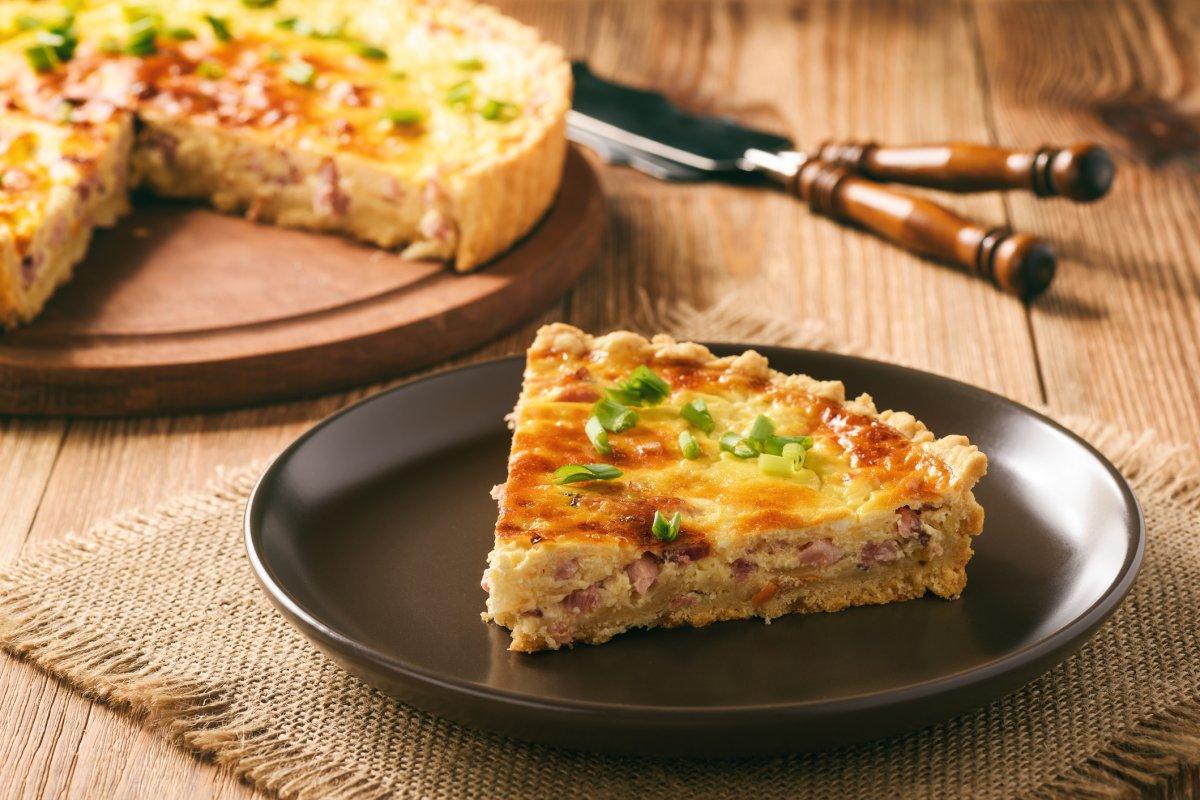 Quiche Lorraine: Rezept mit Schinken-Käse-Füllung