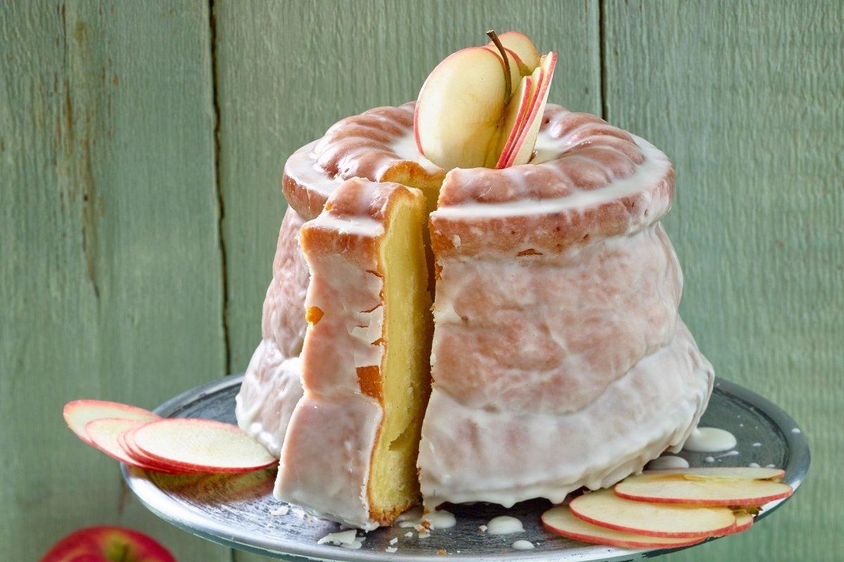 Napfkuchen: Rezept mit Äpfeln und Schmand