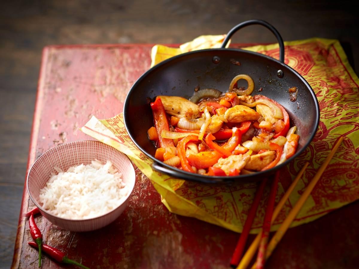 Huhn süß sauer mit Paprika aus dem Wok