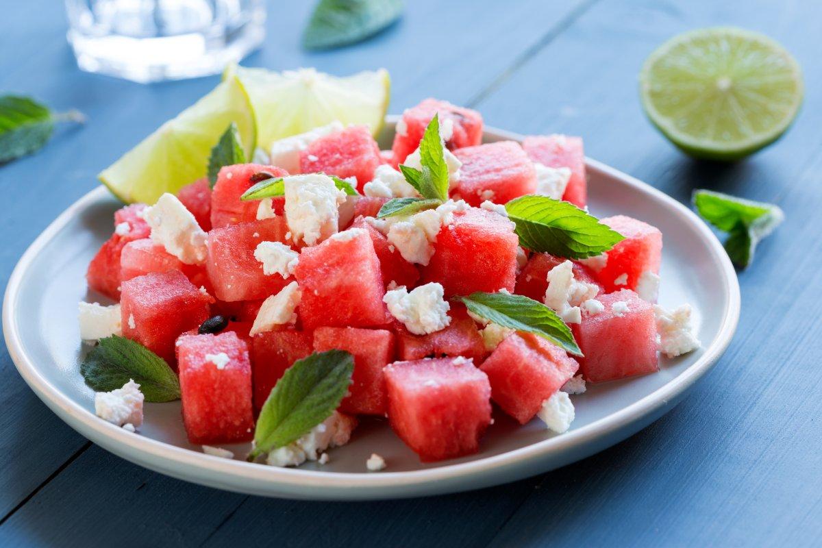 Melonen-Feta-Salat: Rezept mit frischer Minze