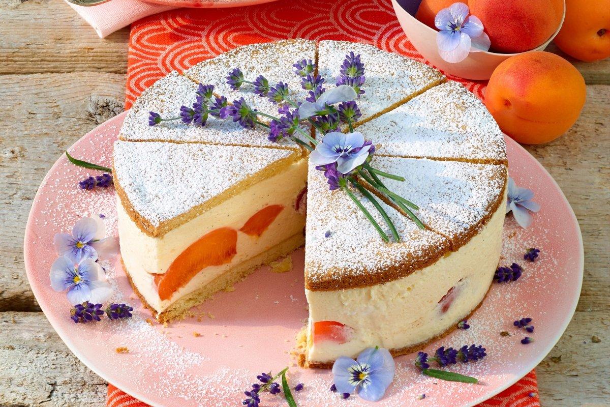 Sahnetorte mit Lavendel und Aprikosen: ausgefallenes Rezept