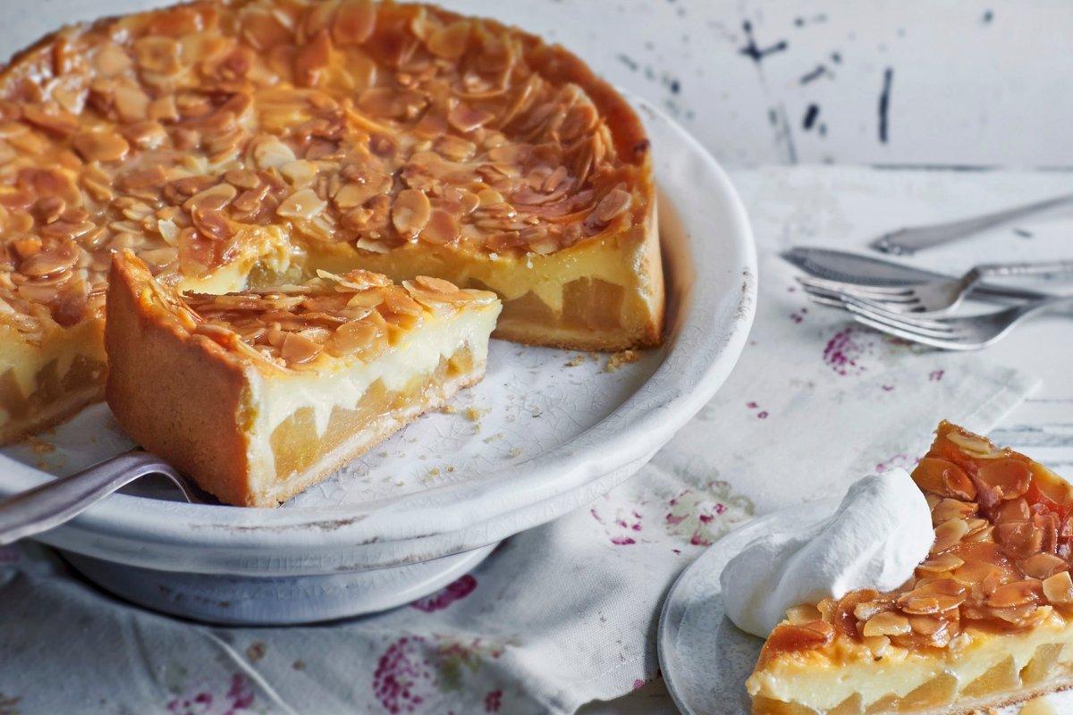 Florentiner Apfelkuchen mit knackigen Mandeln