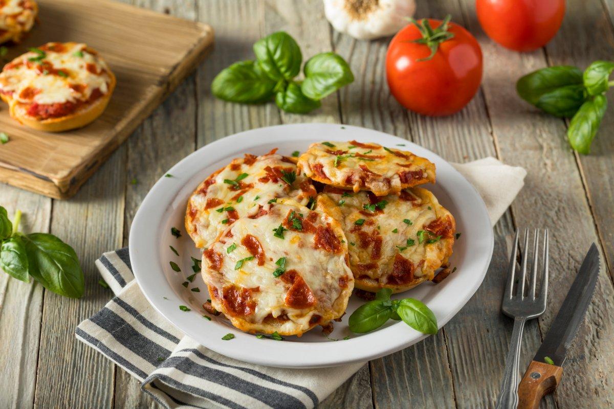 Schnelle Gerichte: Pizzabrötchen mit Salami
